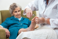 How Elderly People Can Check Their Feet